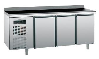 Продам трехдверный холодильный стол Tefcold бу для кафе