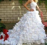Продам шикарное,  новое свадебное платье  ручной работы со шлейфом